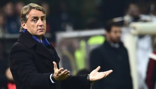 Inter Milan's coach Roberto Mancini gestures during the Serie A football match between AC Milan and Inter at San Siro Stadium in Milan on November 23, 2014.  AFP PHOTO / GIUSEPPE CACACE        (Photo credit should read GIUSEPPE CACACE/AFP/Getty Images)