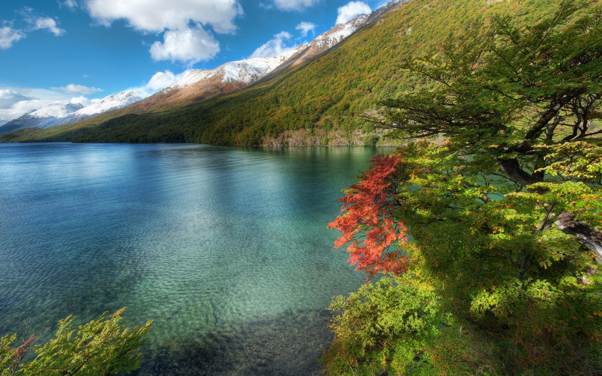 Autumn,-sea-and-mountains