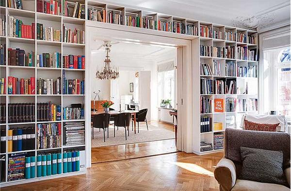 ściana-z-książkami