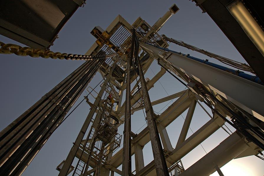 pus-nafte-drill-petrol