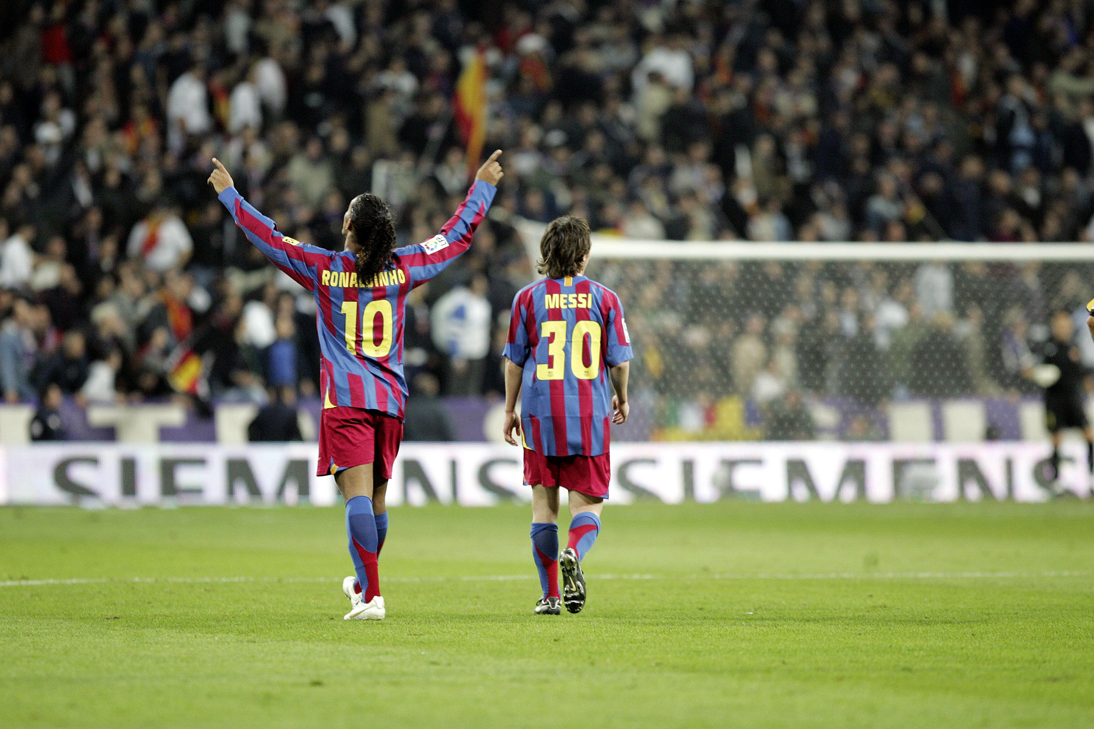 Ronaldinho celebra su gol