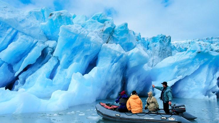 80_745_420_glacier_zodiac_alaska_crp