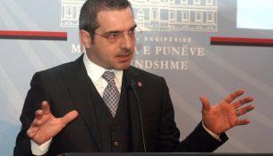 Ministri i Brendshem Saimir Tahiri, duke folur gjate nje konference shtypi, ku ka bere analizen vjetore te Policise se Shtetit./r/n/r/nMinister of Interior Saimir Tahiri, speaks during a press conference.