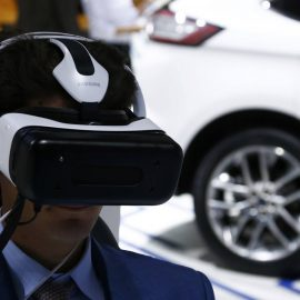A visitor wears a Samsung Gear VR headset as he tries a virtual reality drive of a Ford Edge car during the media day at the Frankfurt Motor Show (IAA) in Frankfurt, Germany September 16, 2015.  REUTERS/Ralph Orlowski